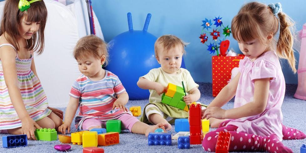 copii cu jucarii