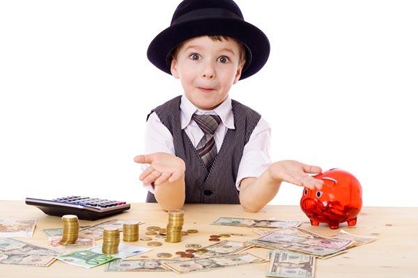 copil cu bani